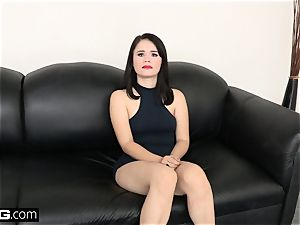 penetrate casting Yhivi plumbed tough and takes facial cumshot