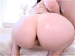 Amber Ivy gets her beautiful hefty bouncy arse boned