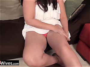 USAWives mature female Dylan stroking alone