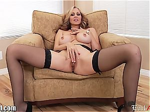 wild cougar Julia Ann gives a sloppy pov blowage