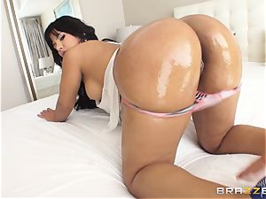 massive backside Rose Monroe oiled up and analled