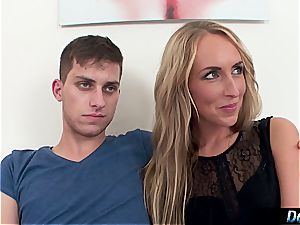 platinum-blonde cockslut displays her stupid beau how the real studs penetrate