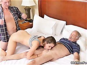 aged boy drills woman presenting Dukke