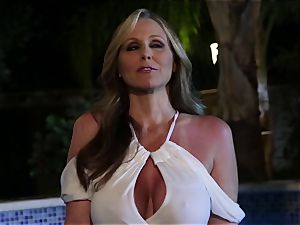 Julia Ann gargles a gang of sausages in a pool