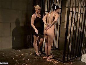 Kathia Nobili spank a uber-sexy honey in the donk