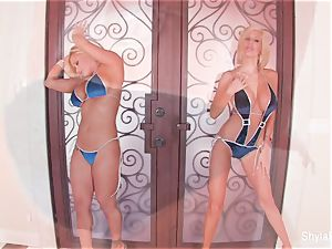 buxom blondes Shyla