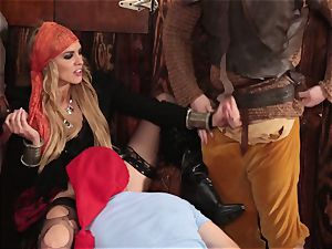 mass ejaculation facial for luxurious pirate Keira Nicole