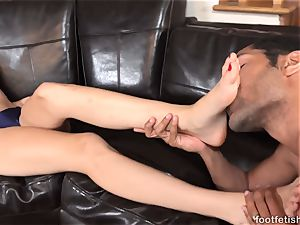 Alexa mercy Has soles adored and Gives a Footjob