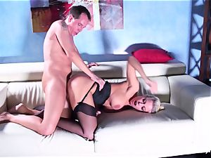 Britney gets a deep lollipop and stream on her culo