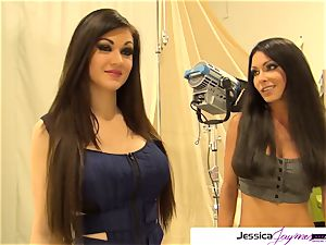 Jessica Jaymes and Kendall Karson deepthroat a enormous dick